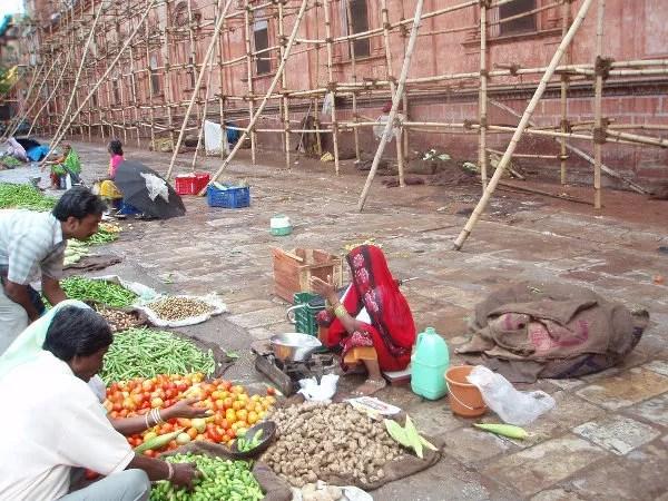 Mercado ante el Palacio de los Vientos de Jaipur