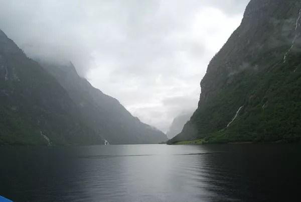 Navegando por los fiordos noruegos Patrimonio de la Humanidad