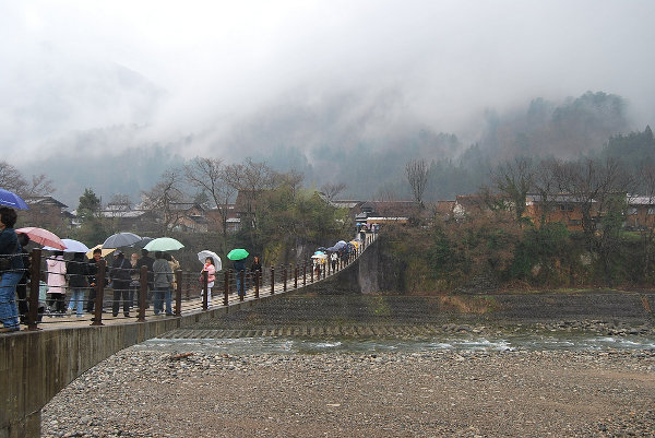 Puente colgante de Shirakawa-go