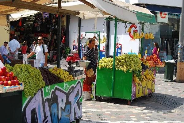 Puestecitos de fruta en Monastiráki en Atenas