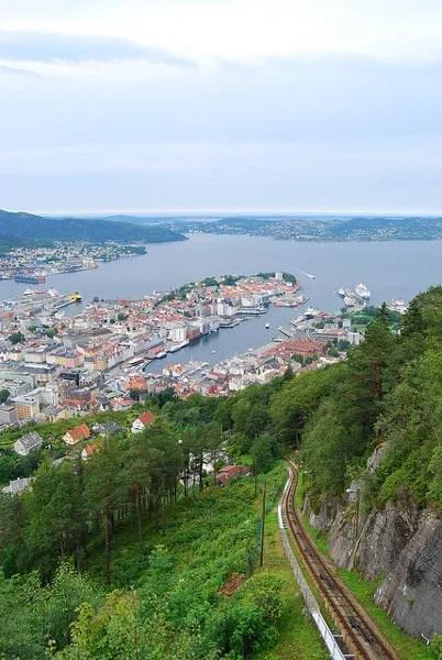 Raíles del funicular Fløibanen en Bergen