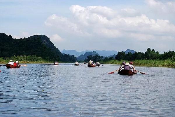 Regresando de la excursión a la Pagoda del Perfume en Vietnam