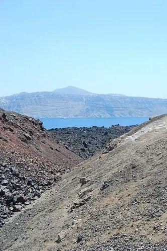 Rocas de varios colores en Nea Kameni