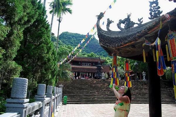 Vero en la Pagoda del Perfume, Vietnam