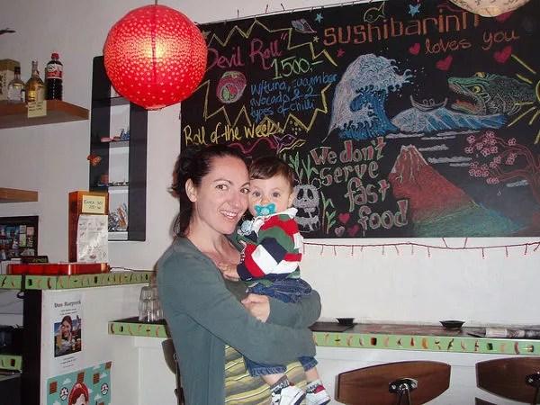 Vero y Teo en el Sushi Barinn de Reikiavik