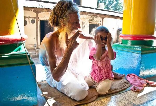 Viajes a India con Panipuri Viajes, saddu y niña