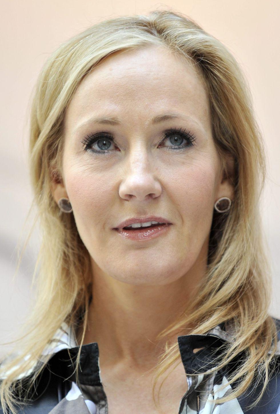 La Primera Novela Para Adultos De J K Rowling Llegara A Espana Con