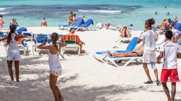 El sector turismo es muy sensible, importantes cadenas hoteleras e inversionistas apuestan al turismo dominicano como destino, a ellos les preocupa el clima de inversión y las garantías jurídicas.