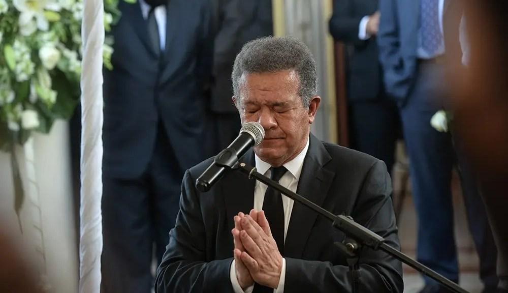 Leonel Fernández expresa condolencias por muerte del padre de Carlos Amarante Baret