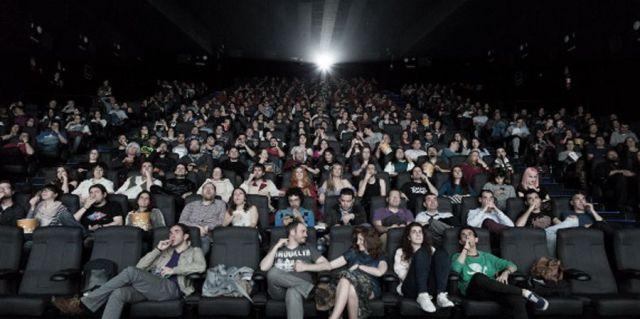 Sala de cine espectadores
