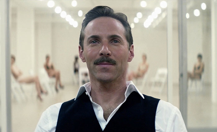 El actor Alessandro Nivola en una secuencia de The Neon Demon