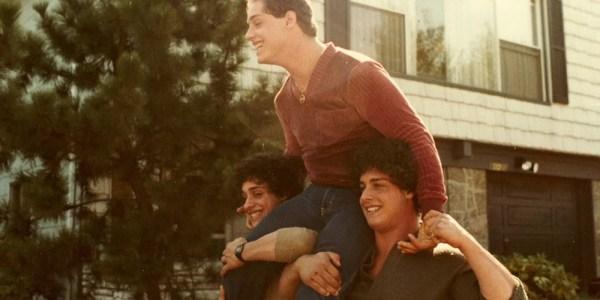 Tres idénticos desconocidos (1) – El Palomitrón