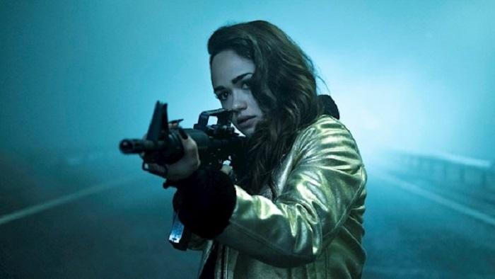 estreno curfew serie Chica con metralleta - El Palomitron