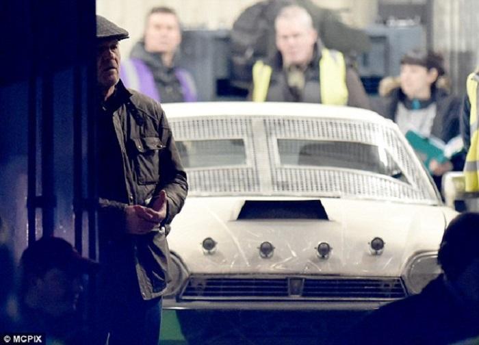 estreno curfew serie coche blanco_el palomitron