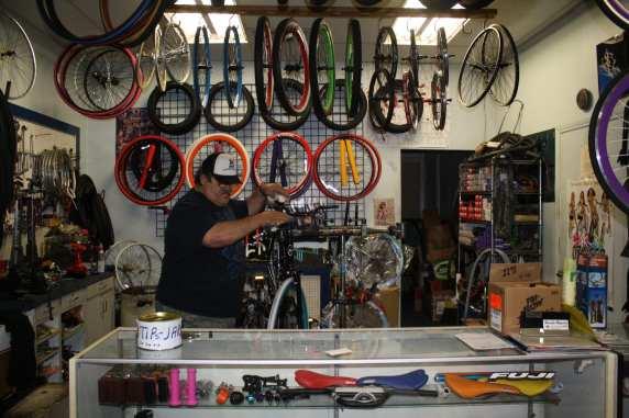 Trabajando en un Tune Up de una bicicleta