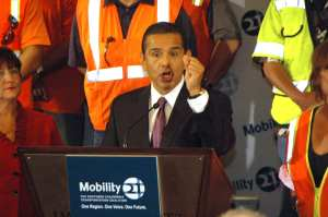 Rueda de prensa con el alcalde de Los Angeles Antonio Villaraigosa. (foto Josê Ubaldo/El Pasajero)
