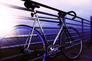 El Oceáno y la bicicleta. Foto Cali Herman vía Flickr.