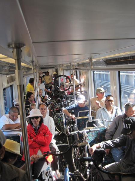 Vagón de la Línea Dorada de Metro.