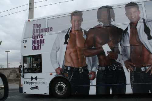 La publicidad como fuente de ingresos es evidente en el transporte público. (Foto Agustín Durán/El Pasajero)