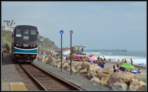 Tren de Metrolink en San Clemente. Foto Loco Steve, vía Flickr creative commons).