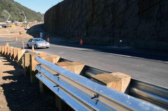 La nueva rampa de acceso a la autopista 405 cerca de Skirball Center se abrió el 3 de febrero de 2013.