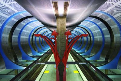 Obra de la artista Sheila Klein expuesta en la estación ...