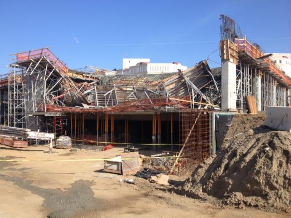 Aspecto del incidente ocurrido hoy en la construcción de la División 13. Foto: Paul Gonzales/Metro.