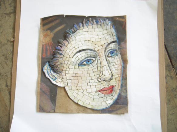 Dibujo de un rostro formado con los mosaicos. Foto: Perdomo Studio.
