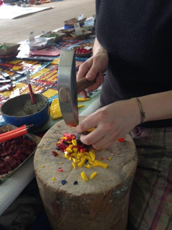 Muestra de los mosaicos multicolores que se usarán en la obra. Foto: Mayer of Munich.