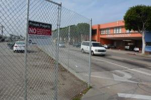 En este estacionamiento en Redondo Boulevard se ubicará la futura estación Crenshaw/LAFlorence/West.