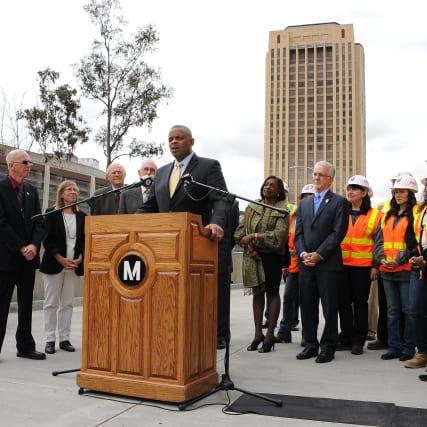 Foxx durante su visita a Metro.