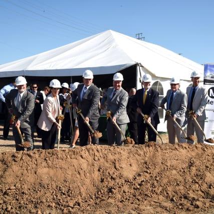 Funcionarios que participaron en el inicio de las obras.