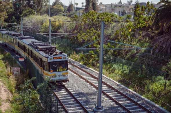Prueba de trenes a lo largo de la Línea Expo. Foto: Steve Hamon/Metro.
