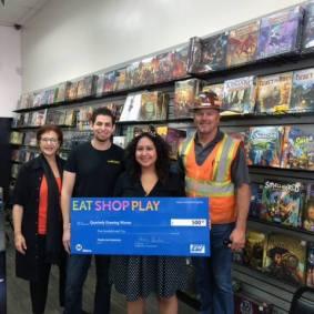 De izquierda a derecha, Metro, Melissa Lucas, ganadora, de Next Generation Games y VCI.
