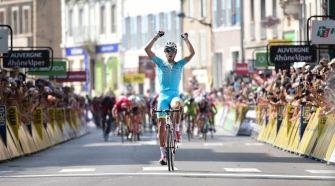 Fabio Aru, vencedor en Tournon. Foto © ASO