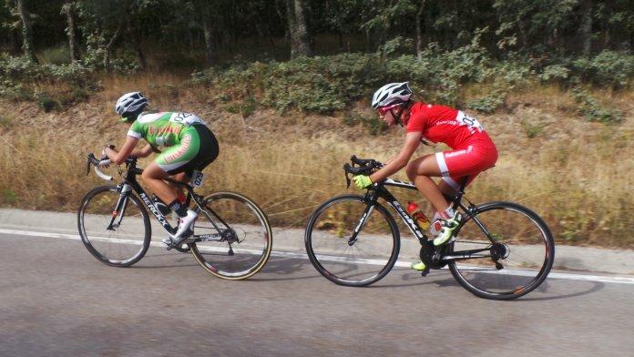 Muñoz y Gardachal persiguiendo. Foto © RFEC