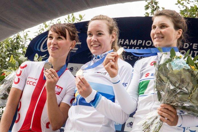 Niewiadoma, Van der Breggen y Longo Borghini, podio élite. Foto © UEC