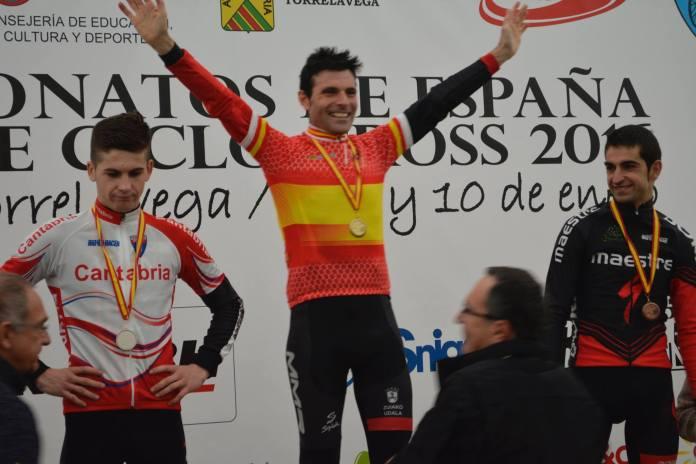 Podio en 2016, con Larrinaga, Suárez y Esteban. Foto © Javier Ruiz de Larrinaga