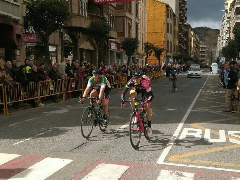 Así de ajustada fue la victoria de Castrillo sobre Barceló en Estella (Foto: @FundaCiclisEusk )