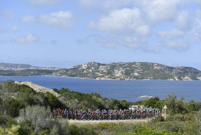 El pelotón, durante la primera etapa del Giro del centenario. © RCS Sport
