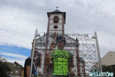 Nico Sáenz en el control de firmas de la tercera etapa de la Vuelta a León con salida en Toral de los Vados (Foto: Fabio López. ElPelotón)