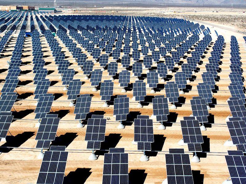 Planta fotovoltaica en la base militar de EEUU de Nellis. FOTO: Wikimedia.