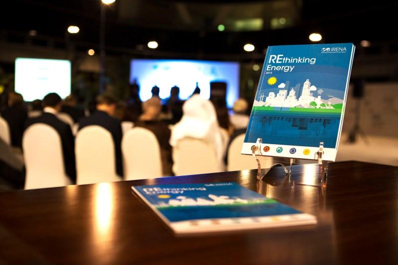 Instantánea de la presentación del informe 'Rethinking Energy' de IRENA.