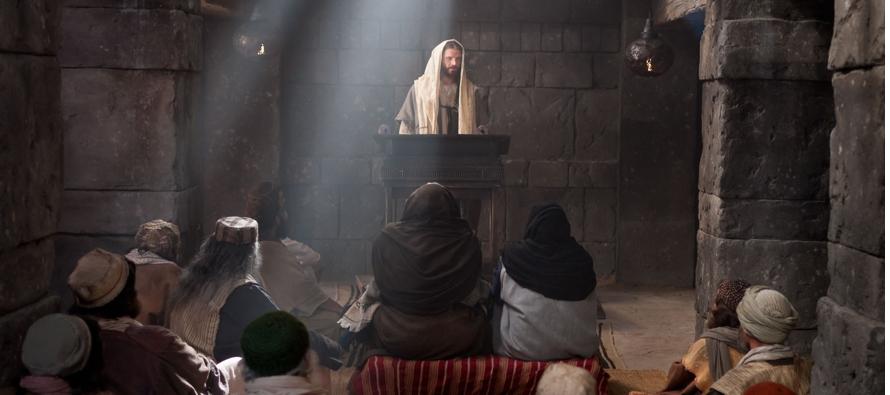 Resultado de imagen para Puesto que muchos han intentado narrar ordenadamente las cosas que se han verificado entre nosotros, tal como nos las han transmitido los que desde el principio fueron testigos oculares y servidores de la Palabra, he decidido yo también, después de haber investigado diligentemente todo desde los orígenes, escribírtelo por su orden, ilustre Teófilo, para que conozcas la solidez de las enseñanzas que has recibido.  Jesús volvió a Galilea por la fuerza del Espíritu, y su fama se extendió por toda la región. Él iba enseñando en sus sinagogas, alabado por todos. Vino a Nazaret, donde se había criado y, según su costumbre, entró en la sinagoga el sábado, y se levantó para hacer la lectura. Le entregaron el volumen del profeta Isaías y desenrollando el volumen, halló el pasaje donde estaba escrito: «El Espíritu del Señor está sobre mí, porque me ha ungido para anunciar a los pobres la Buena Nueva, me ha enviado a proclamar la liberación a los cautivos y la vista a los ciegos, para dar la libertad a los oprimidos y proclamar un año de gracia del Señor». Enrollando el volumen lo devolvió al ministro, y se sentó. En la sinagoga todos los ojos estaban fijos en Él. Comenzó, pues, a decirles: «Esta Escritura, que acabáis de oír, se ha cumplido hoy».