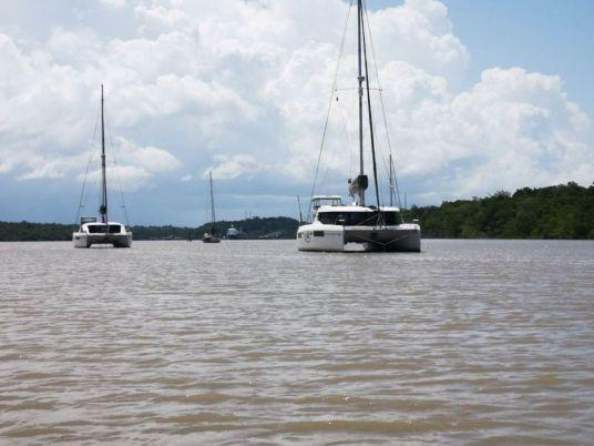 Aguas marrones del rio Kourou, Plan B y Oroboro