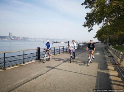 Coincidimos con Kirk y Mary del Sweet Caroline y aqui estamos en bici por el riverside del Hudson