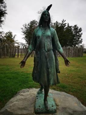 estatua de Pocahontas