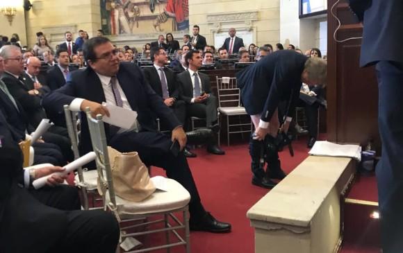 Antanas Mockus se bajó los pantalones durante instalación del Congreso — De nuevo