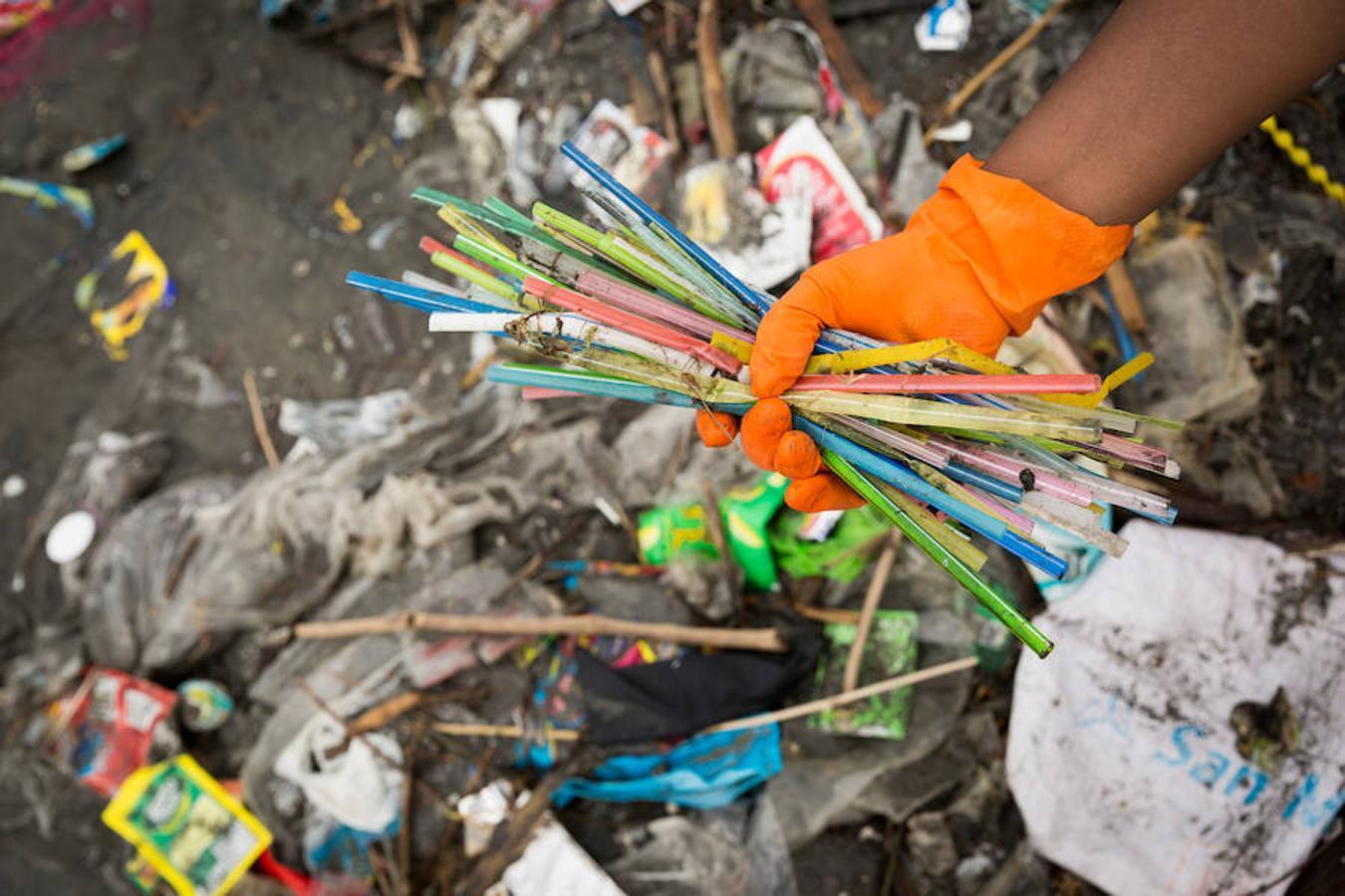 Más de la mitad de la basura que se produce en el mundo es plástico de un solo uso, la mayor amenaza para la sostenibilidad.   Referencia