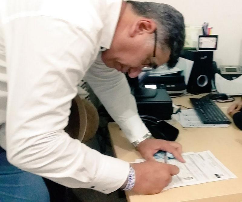 El médico Alaín Jiménez fue uno de los que se inscribió a última hora.  Foto: Cortesía.